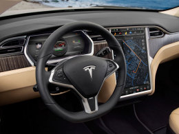 Tesla Model S Armaturen mit Display
