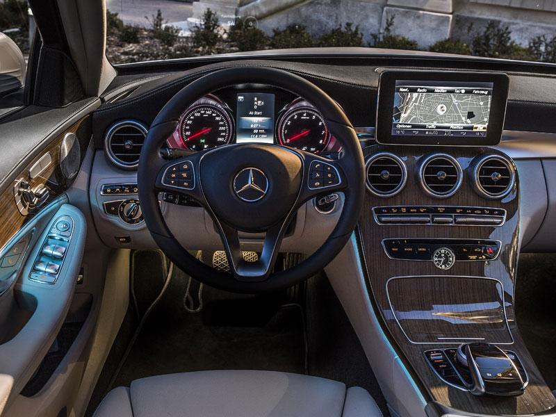 Mercedes c klasse geadelt vom gro en bruder neuheiten for Interieur mercedes c klasse