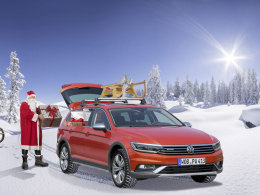 Weihnachtsmann mit Passat Alltrack