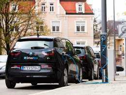 BMW i3 beim Stromfassen an der Straßenlaterne: Gute Idee vor allem für den innerstädtischen Bereich.