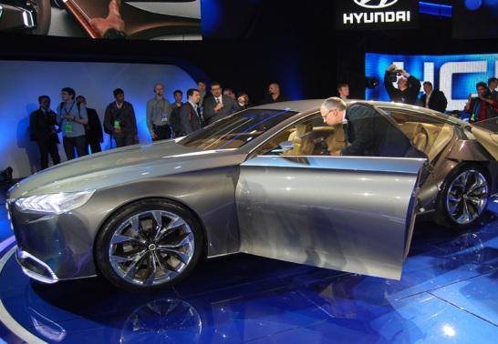 Hyundai HCD - 14 Genesis
