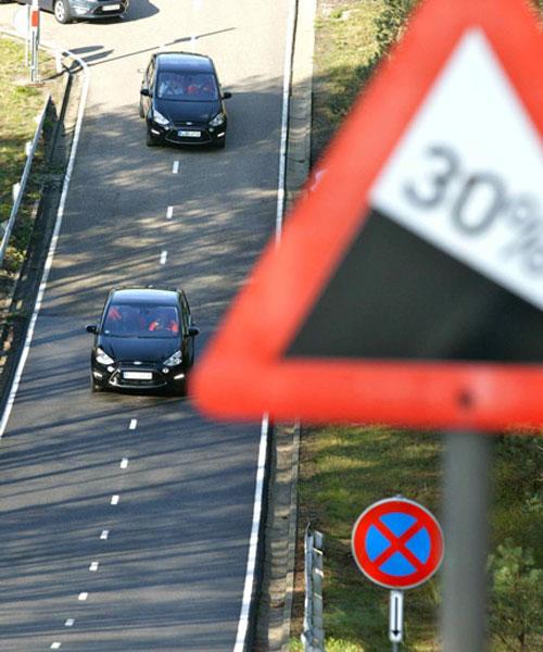 Ford fährt auf seinem Gelände in Lommel (Belgien) harte Tests hier gibt es unter anderem gewaltige Steigungsstrecken.
