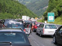 Autobahnstau im Sommer