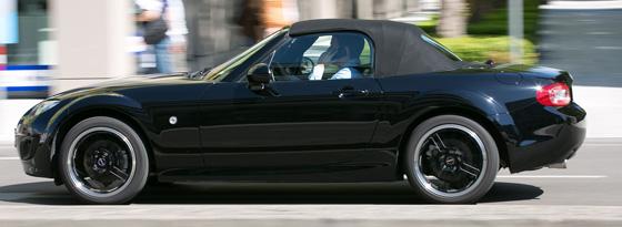 Höhere Quote: Männer haben gemäß einer Dekra-Untersuchung beim Autofahren häufiger das Handy am Ohr als Frauen.