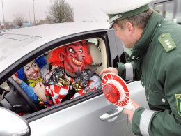 Polizeikontrolle im Karneval