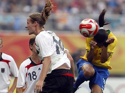Simone Laudehr gegen Marta