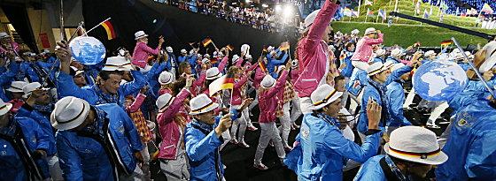 Deutsches Team beim Einlauf ins Stadion