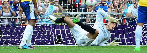 Brasiliens Keeper Gabriel muss sich geschlagen geben