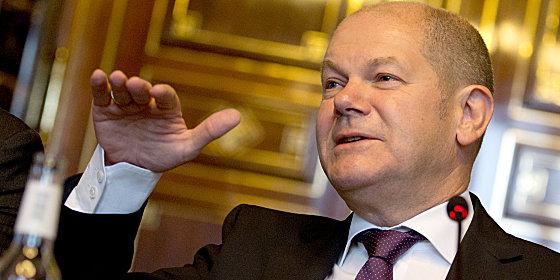 Kosten deckeln: B�rgermeister Olaf Scholz am Donnerstag im B�rgermeistersaal im Rathaus zu Hamburg.