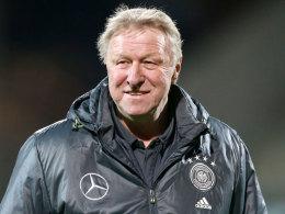Hrubesch holt Selke, Petersen und die Bender-Zwillinge