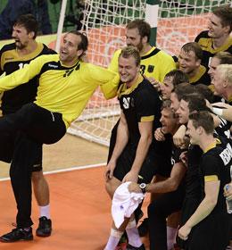 Die deutschen Handball-Helden feiern Bronze.
