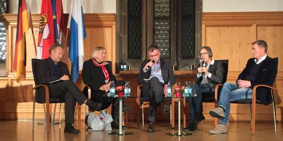 Interessante Diskussion über Menschenrechte: Pieth, Roth, Jakob, Schenk und Spahn.