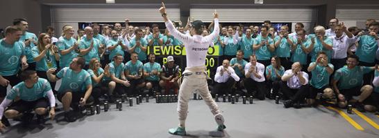 Strahlender Singapur-Gewinner: Nico Rosberg stand natürlich auch im Managerspiel-Sieger-Team.