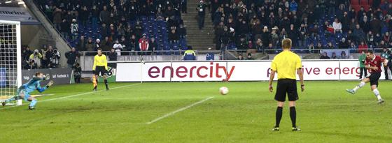 Vier von vier in der Hinrunde getroffen: Hannovers Elfmeterschütze Szabolcs Huszti.