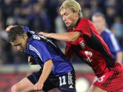 Halt, hier geblieben! Leverkusens Simon Rolfes müht sich gegen Brügges Jonathan Blondel.