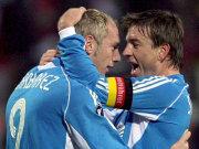 Barbarez (li.) und Schneider bejubeln Bayers Führung