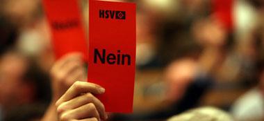 Eklat beim HSV: Die Mitglieder zeigen den Medienvertretern die Rote Karte.