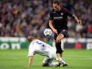 Vorbei am Weltmeister: John Carew im Champions-League-Duell mit Fabio Cannavaro (Real Madrid).
