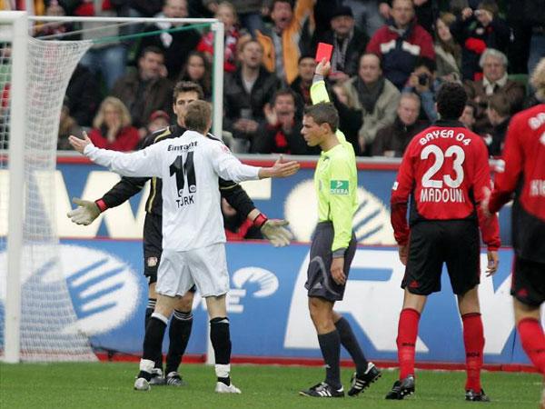 Michael Kempter zeigt Jörg Butt die Rote Karte