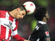 Wird kein Rostocker: Kaiserslauterns Mathieu Beda, hier links gegen Freiburgs Pitroipa