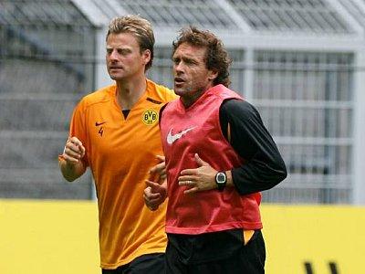 Der alte und neue Kapitän Christian Wörns beim Lauftraining mit Trainer Thomas Doll.