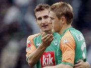Gut gemacht, Ivan! Klose (li.) beglückwünscht Klasnic zum Siegtor gegen Leverkusen.