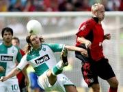 Werders Torsten Frings gegen Leverkusens Barbarez