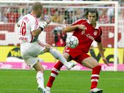 Ivica Banovic (hier gegen Daniel van Buyten) hatte gleich zu Beginn zwei gute Möglichkeiten.