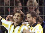 Dortmunds Ricken herzt Torschütze Smolarek.