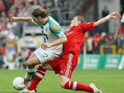 Zwei Nationalspieler im Duell: Frings gegen Schweinsteiger