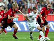 kehrte Rafael van der Vaart (mi., hier gegen Rolfes und Barbarez, re.) beim HSV ins Team zurück.