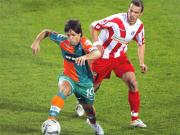 Da bleibt nur Staunen: Diego läuft Feulner davon.