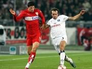 Wieder nicht zu halten: Gomez (hier gegen Mathijsen) brachte den VfB auf die Siegerstra�e.