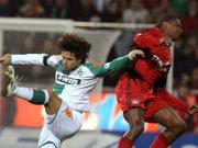 Werder-Regisseur Diego (li.) gegen Bayers Abwehr-Ass Juan
