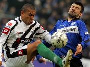 Kampf um den Ball: Kahe und Gabriel