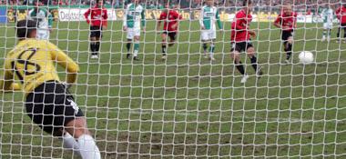Van der Vaart versetzt Werder-Keeper Wiese vom Punkt