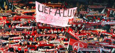Hoffnungsvoll: Die Fans des Club träumen nach dem Sieg gegen Cottbus vom Uefa-Cup.
