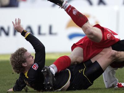 Kurz nach dieser Szene musste Aachens Dum vom Feld.