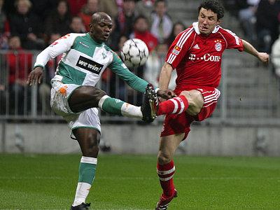 Pierre Womé gegen Mark van Bommel