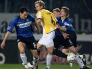 Dortmunds Kringe bleibt zwischen Bielefeld Westermann (li) und Kauf hängen.