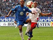 """Der Wolfsburger Marcelinho (li.) und sein """"Schatten"""" de Jong"""