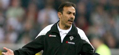 Gladbachs Coach Jos Luhukay sucht Antworten.