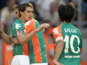 Bremens Klose (in den Armen von Vranjes) und Diego