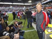 Bald wieder im Stadion: Christoph Daum startet mit dem Montagsspiel der Kölner gegen Duisburg.
