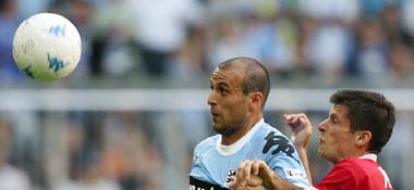 Ball im Blick, aber auch eng bedrängt: di Salvo mit Offenbachs Kreuz.