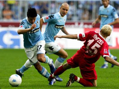 Häufiges Duell in der Allianz-Arena: Ziegenbein trifft auf OFC-Verteidiger Mintzel.