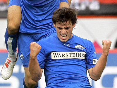 Doppelschlag! Paderborns Timo Röttger bejubelt seinen Treffer zum 2:2.