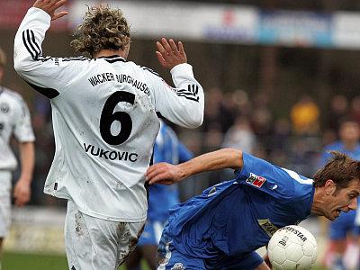 Vukovic (l.) gegen Müller