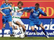 Spielfreude: Greuther Fürths Timm, Torschütze zum 2:0, setzt sich hier gegen Jenas Günther (re.) durch.
