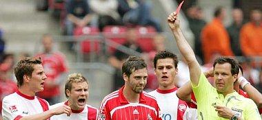 Unter Anteilnahme der Offenbacher sah Kölns Ehret die Rote Karte.